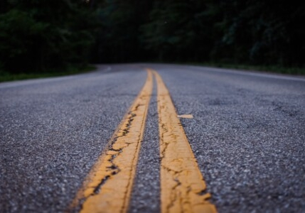 double yellow lines on asphalt road